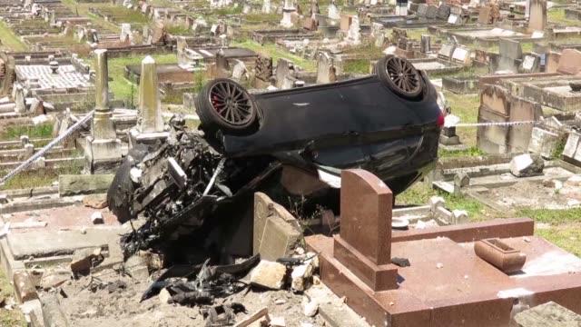 Un conductor alcoholizado atraveso las paredes del cementerio South Coogee en Sídney y volco su coche sobre diversas lapidas
