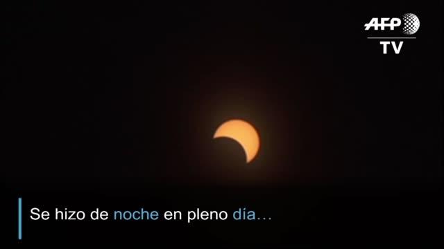 un eclipse total de sol emociono a miles de personas en chile y argentina que aguardaron por anos para ver el fenomeno que peculiarmente se vio por... - astronomia stock videos & royalty-free footage