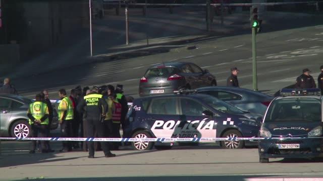 Un empresario arruinado estrello su vehiculo cargado con dos bombonas de gas que no estallaron contra la sede madrilena del Partido Popular del...