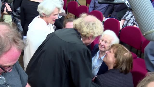 Un exguardia de Auschwitz fue condenado a cinco anos de prision mas de 70 anos despues del final de la Segunda Guerra Mundial en lo que podria ser el...