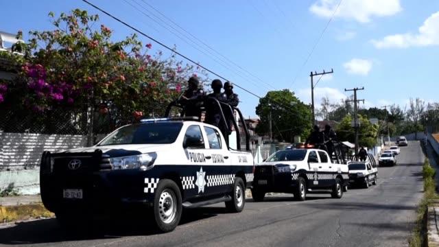 un grupo de hombres armados abrio fuego contra una multitud en una fiesta en minatitlan mexico dejando un saldo de 13 personas muertas y cuatro... - multitud stock videos & royalty-free footage