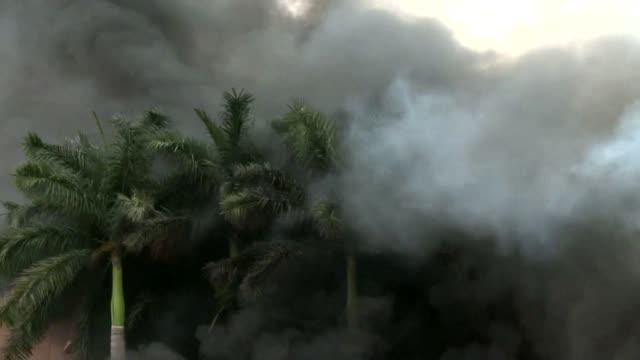 un grupo de maestros incendio el miercoles el parlamento del estado mexicano de guerrero y otro edificio gubernamental recrudeciendo sus protestas... - edificio del parlamento stock videos and b-roll footage