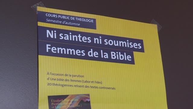 un grupo de teologas creo una biblia de las mujeres que busca destacar personajes femeninos puestos en segundo plano o cuestionar interpretaciones... - cristianismo stock videos & royalty-free footage
