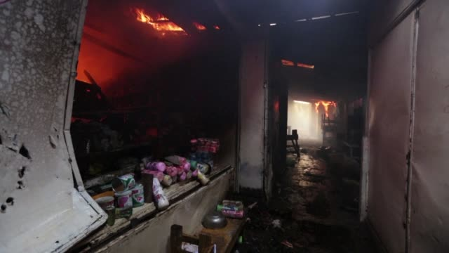 un incendio en managua consumio parte del mercado mas grande de nicaragua el domingo - managua stock videos & royalty-free footage