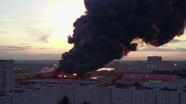 un incendio en un centro comercial del suroeste de moscu provoco este domingo la evacuacion de unas 3000 personas informaron las autoridades - centro comercial stock videos & royalty-free footage