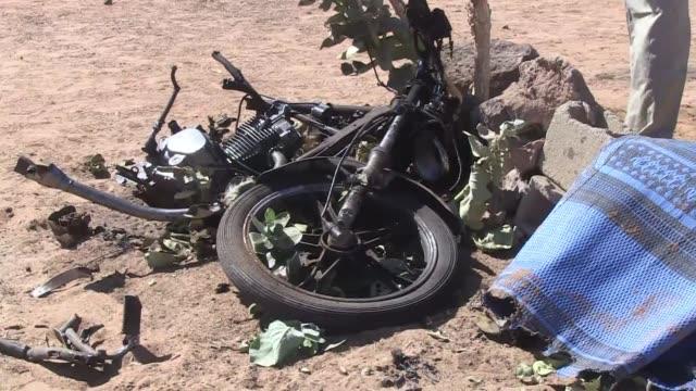 un islamista cometio el viernes el primer atentado suicida de la historia de mali en gao ciudad del norte recientemente retomada a los grupos... - terrorism stock videos & royalty-free footage