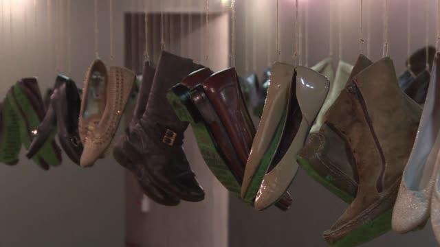 Un museo mexicano rinde tributo a la incansable lucha de familiares de desaparecidos por la violencia exhibiendo sus zapatos gastados en la busqueda...
