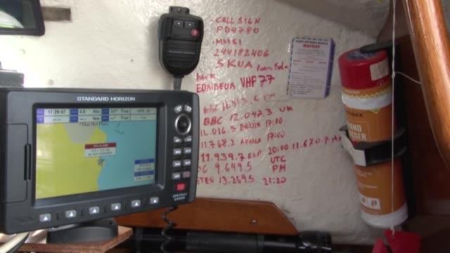 un navegante argentino desafió con su velero al coronavirus y al océano atlántico, en un cruce solitario de 85 días para reunirse con sus padres en... - transporte stock videos & royalty-free footage