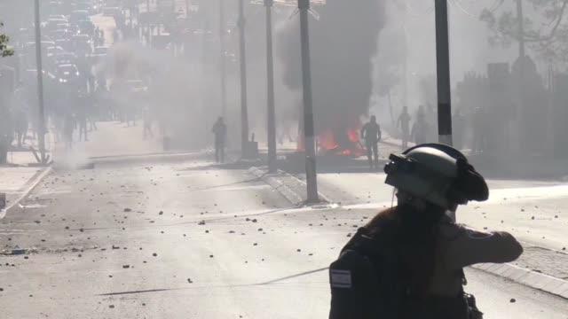 Un palestino murio el viernes en la franja de Gaza por disparos de las fuerzas israelies durante disturbios que tambien abarcaron a Jerusalen y...