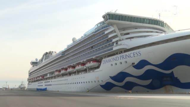stockvideo's en b-roll-footage met un pasajero argentino del crucero diamond princess en cuarentena frente a las costas de japon figura entre las 61 personas que han contraido el nuevo... - transporte