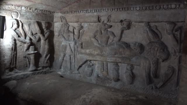 vídeos de stock e filmes b-roll de un programa de ingenieria para preservar de la subida de aguas subterraneas una serie de catacumbas de hace 2.000 anos fue puesto en marcha el... - parte de una serie