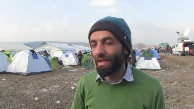 un refugiado sirio se quiebra al recordar la muerte de su esposa e hija en alepo y asegura estar viviendo una segunda guerra mientras permanece junto... - refugiado stock videos & royalty-free footage
