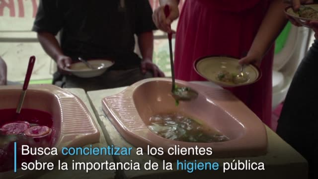 un restaurante de la ciudad indonesia de semarang sirve la comida en platos en forma de letrinas en una iniciativa que busca educar a sus clientes... - restaurante stock videos & royalty-free footage