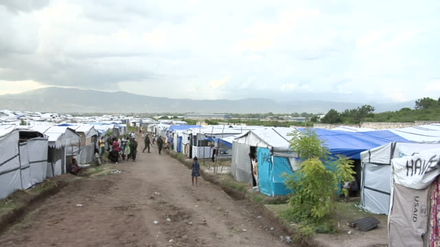 ms tu un shelter tents for population / haiti - erdbeben stock-videos und b-roll-filmmaterial