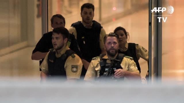 un tiroteo en un centro comercial en la ciudad alemana de munich dejo varios muertos - centro comercial stock videos & royalty-free footage