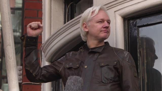 vídeos de stock, filmes e b-roll de un tribunal sueco rechazo el lunes el pedido de la fiscalia para emitir una orden de arresto europea contra el fundador de wikileaks julian assange... - fundador