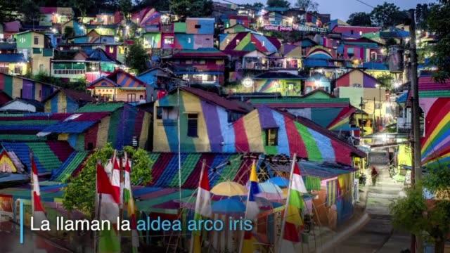 una aldea indonesia atrae a hordas de turistas y de curiosos desde que pinto de todos los colores sus casas ganandose el apodo de aldea arco iris - arco iris stock videos and b-roll footage