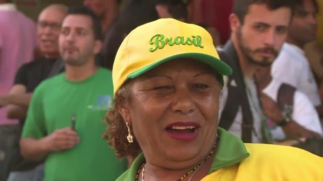 una asociacion de prostitutas de minas gerais aprovecho la copa del mundo para celebrar un partido de futbol con el que reivindicar sus derechos como... - 2014 video stock e b–roll