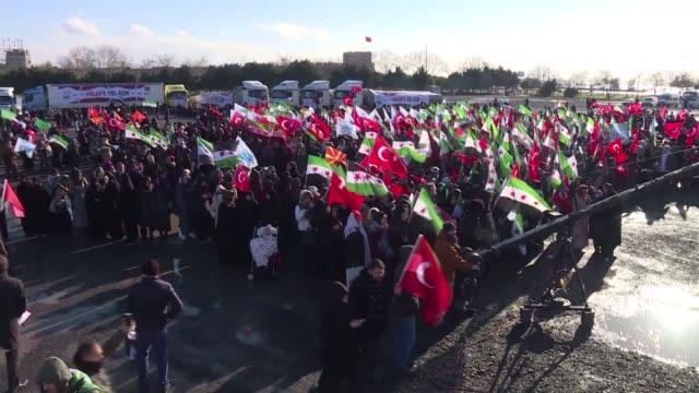 una asociacion turca organizo un convoy humanitario que salio el miercoles con destino a siria para ayudar a las victimas de la guerra civil en el... - guerra civil stock videos and b-roll footage