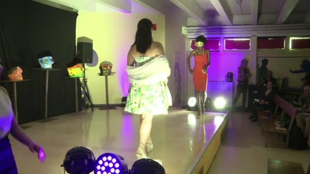 vídeos y material grabado en eventos de stock de una carcel francesa organizo un desfile de moda para ayudar a las reclusas a recuperar una feminidad a veces olvidada entre los muros - aquitania