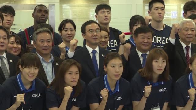 vídeos y material grabado en eventos de stock de una delegacion surcoreana de alto nivel arribo a pyongyang con decenas de jugadores de basquet el deporte favorito de kim jong un facilita un nuevo... - diplomacia