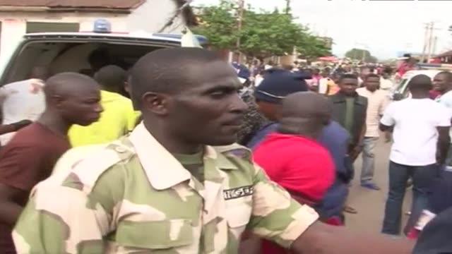 una doble explosion en un mercado de nigeria causa al menos 118 muertos el martes - jos nigeria stock videos & royalty-free footage