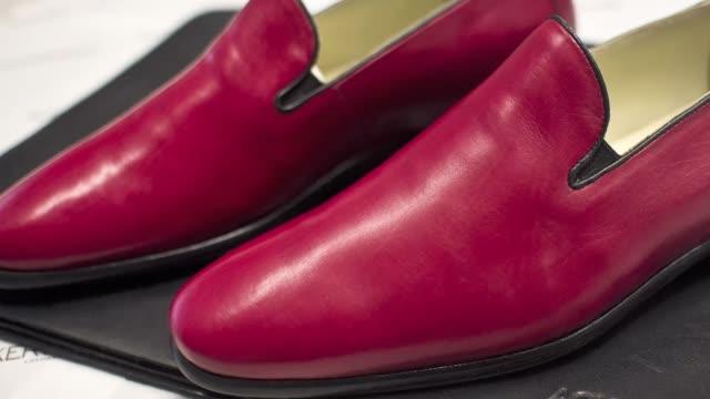 Una fabrica de calzados de Leon en el norte de Mexico se hizo famosa por regalar a Benedicto XVI un par de zapatos rojos especialmente disenados para...