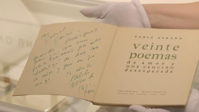 una galeria espanola subastara en marzo mas de 600 piezas sobre el poeta pablo nerurda entre manuscritos objetos personales y libros dedicados a... - de archivo stock videos & royalty-free footage