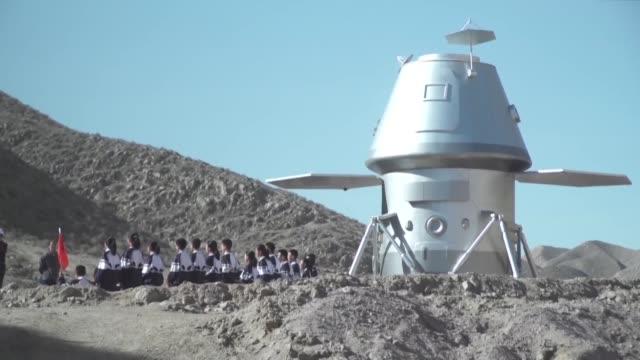una impresionante base espacial educativa fue abierta al público este miercoles en un remoto lugar del desierto de gobi en china con el objetivo de... - astronomia stock videos & royalty-free footage