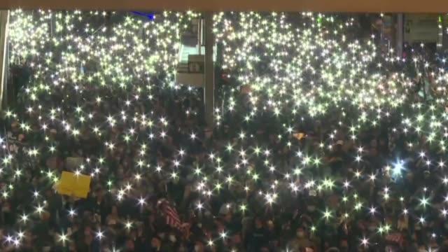 una inmensa multitud de activistas prodemocracia participo el domingo en hong kong en una manifestacion por los seis meses del inicio de sus... - multitud stock videos & royalty-free footage