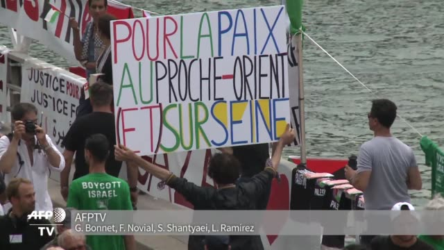 vídeos de stock e filmes b-roll de una jornada bautizada como tel aviv sobre el sena parte de las animaciones estivales de la capital francesa genero polemica tras protestas... - benção