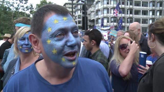 una marcha por europa reunio el sabado en londres birmingham oxford y edimburgo a varios miles de personas que reclamaron permanecer dentro de la... - reino unido stock videos & royalty-free footage