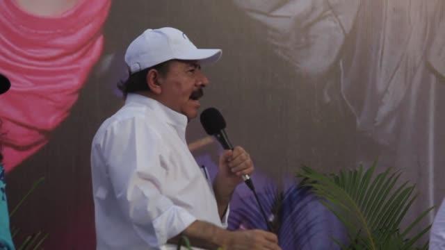una marcha que recrea el repliegue tactico que los ex guerrilleros del frente sandinista , fsln, izquierda, de 1979. voiced: revivir la marcha... - managua stock videos & royalty-free footage