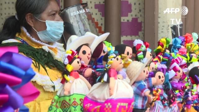 MEX: Tradicional muneca Lele ayuda a subsistir a comunidad indigena mexicana en la pandemia