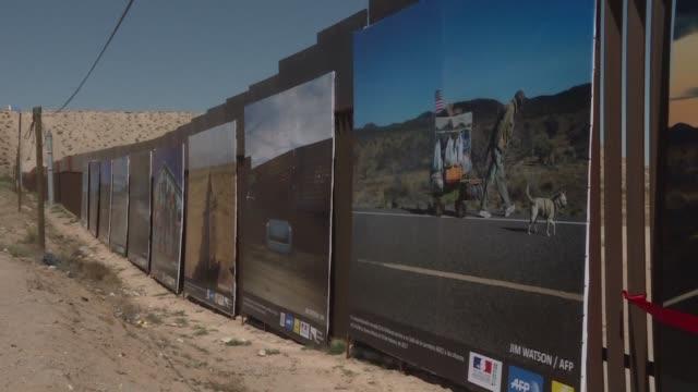 vídeos y material grabado en eventos de stock de una muestra de 44 imagenes sobre la vida en la frontera entre mexico y estados unidos organizada por la afp fue inaugurada el viernes en la nortena... - ee.uu