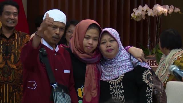 una mujer indonesia acusada de asesinar al medio hermano del lider norcoreano kim jong un fue liberada el lunes despues de que la fiscalia de malasia... - legal occupation stock videos and b-roll footage