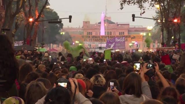 una multitud participo de una marcha en argentina lanzada por el movimiento ni una menos en un nuevo grito contra la violencia machista. pidieron... - multitud stock videos & royalty-free footage
