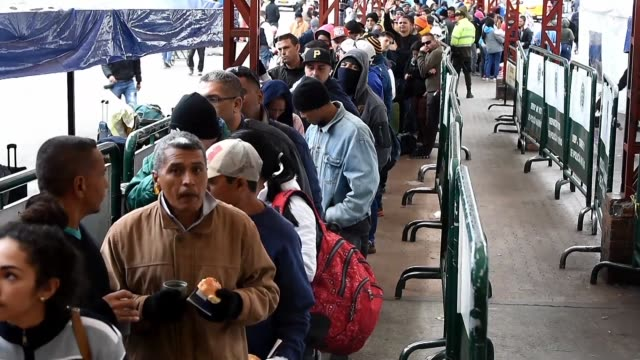 una organizacion de venezolanos solicito el lunes a peru permitir el ingreso sin pasaporte de grupos vulnerables luego de que el gobierno decidiera... - entrada stock videos and b-roll footage