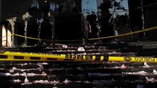Una persona muerta y una treintena de heridos ventanas rotas y autos quemados en Paraguay