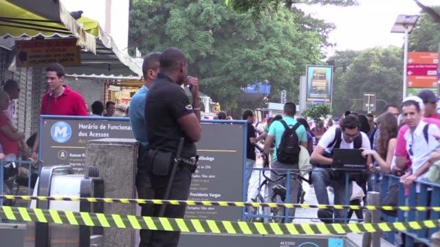Una persona murio asesinada a tiros y otra resulto herida este viernes en una estacion de metro en el corazon de Rio de Janeiro sede de los Juegos...