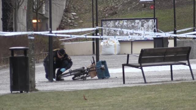 una persona murio el domingo en una explosion en una entrada de metro de estocolomo - entrada stock videos and b-roll footage