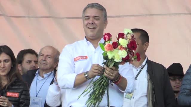 Una polarizada Colombia acude el domingo a las urnas en la primera vuelta que lidera en las encuestas la derecha conservadora de Ivan Duque seguido...
