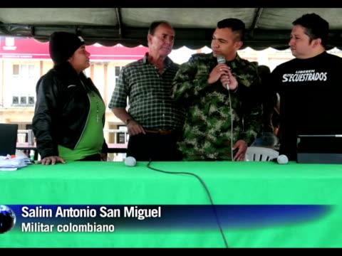 vídeos y material grabado en eventos de stock de una programacion radial ininterrumpida de 110 horas por la liberacion de los secuestrados en colombia arranco la medianoche del sabado al domingo en... - domingo