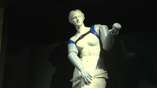 Una replica de la Venus de Milo recibio brazos prosteticos