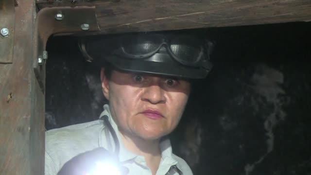 una supersticion y una norma mantenian a las mujeres relegadas de la industria de la esmeralda en colombia - minas stock videos and b-roll footage