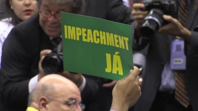 una vez que un informe parlamentario recomendo el miercoles abrir un juicio de destitucion contra la presidenta brasilena las fracciones legislativas... - congreso stock videos and b-roll footage