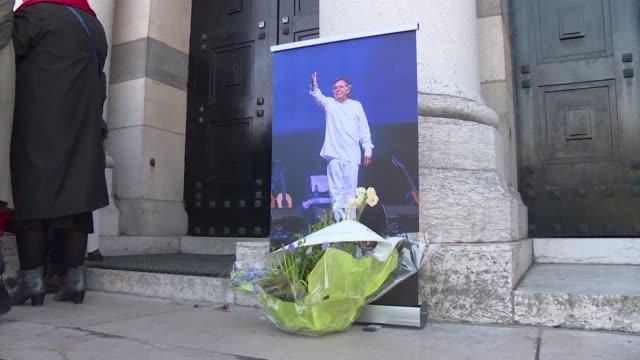 unas 400 personas dieron el jueves en paris el ultimo adios al cantautor y guitarrista chileno ángel parra - música stock videos & royalty-free footage