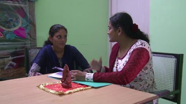 Unas mujeres en el estado indio de Rajastan demandan judicialmente la anulacion de sus matrimonios infantiles en un pais donde tres millones de ninas...