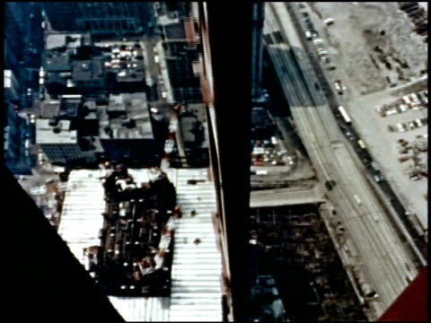 vs wtc under construction. la construction worker walks on i-beam beneath tower under construction.  - 桁橋点の映像素材/bロール