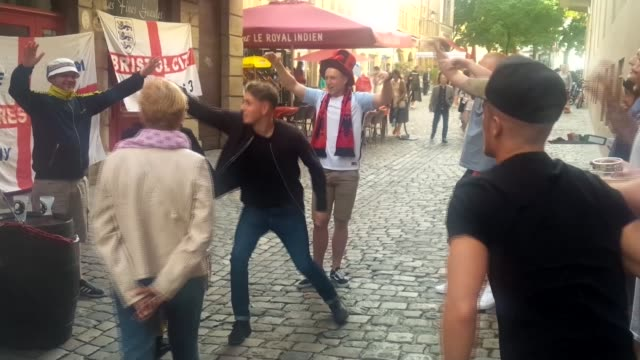vídeos de stock, filmes e b-roll de undercover with england hooligans at euro 2016 unidentified date various of england fans singing and chanting amicably outside bar and joking with... - euro 2016